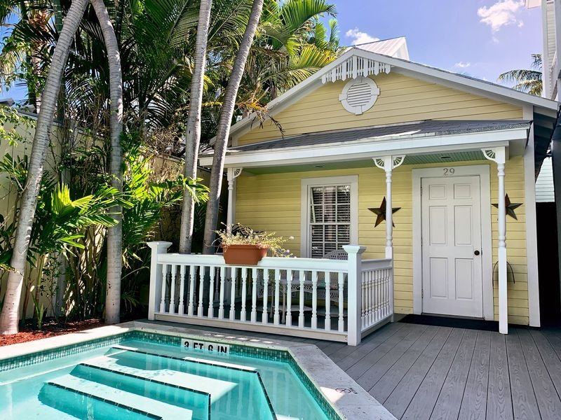 AVALON BED & BREAKFAST - Image 4