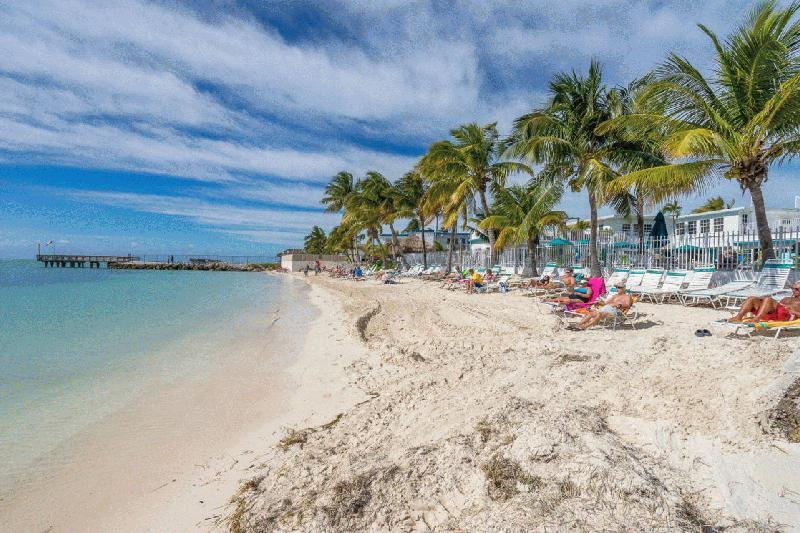 CASA MAR AZUL - MIDDLE KEYS - KEY COLONY BEACH VACATION RENTAL WATERFRONT HOMES - Image 1