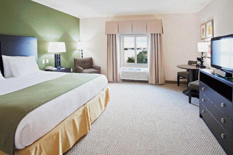HOLIDAY INN EXPRESS & SUITES: MARATHON - Image 4