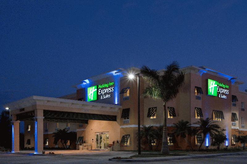 HOLIDAY INN EXPRESS & SUITES: MARATHON - Image 2