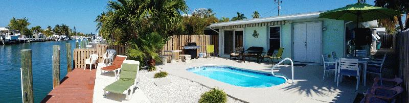 CASA MAR AZUL - MIDDLE KEYS - KEY COLONY BEACH VACATION RENTAL WATERFRONT HOMES - Image 2