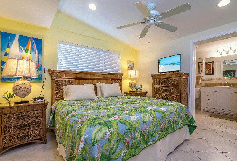 CASA MAR AZUL - MIDDLE KEYS - KEY COLONY BEACH VACATION RENTAL WATERFRONT HOMES - Image 3