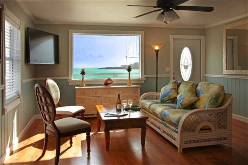 OCEANFRONT STUDIO IN THE HEART OF MARATHON