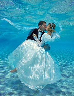 Couple kissing in underwater wedding
