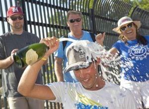 Runner Alaska to Key West celebrates