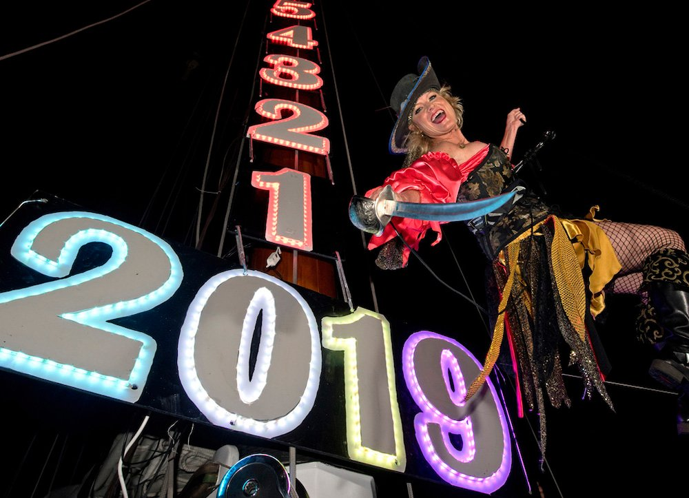 """New Year's Eve pirate wench """"drop"""" Key West"""