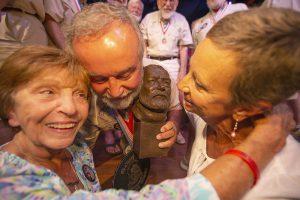 Hemingway Look-Alike 2021 winner and family