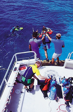 Florida Keys dive boat and divers