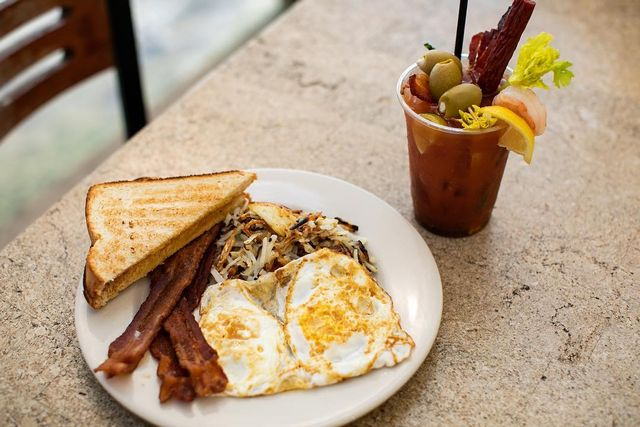 Early and hearty breakfasts are served from 6:30 to 11 a.m. at Robbie's Hungry Tarpon.