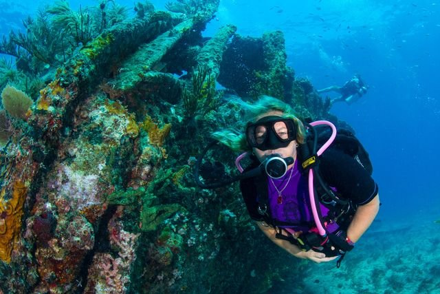 Mongelia earned her dive instructor certification at age 18. Image: Jenny Hall
