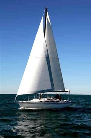 Novice sailors who want to experience on-the-water training, as well as learn how to self-charter can learn to sail in the Florida Keys. Image courtesy of Florida Keys Sailing.